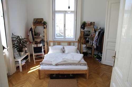 Wunderschöne, gepflegte Zweizimmer Altbauwohnung in bester Lage ab Juni