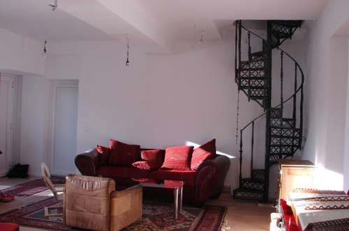 124m2 - Wohnung in 2 Familienhaus, sonnig, großzügige Raumaufteilung, mit Innenhof und Garten