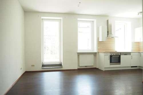 Schöne Terrassenwohnung in der Grillparzerstraße, 55 m² WNFL + Terrasse, Küche möbliert, sofort beziehbar! Nähe Musiktheater!