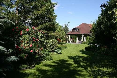 Einfamilienhaus mit wunderschönem parkähnlichem Garten