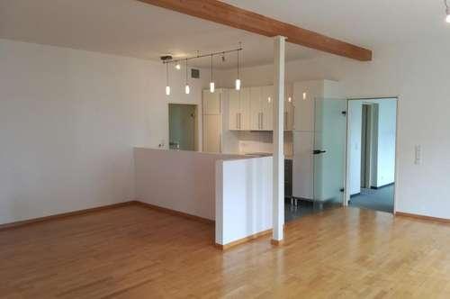 Schöne Wohnung mit großem Wohnzimmer und kleinem Garten!