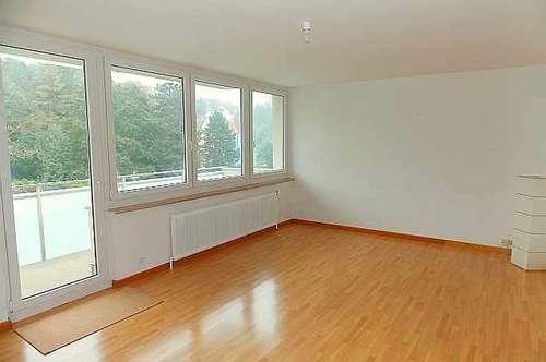 3400 Klosterneuburg: Helle Drei-Zimmerwohnung - Balkon - Kfz-Stellplatz - Nähe Busstation