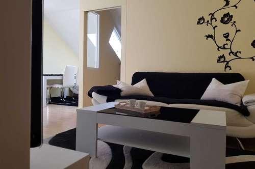Charmante, gemütliche Zwei-Zimmer Dachgeschoss Wohnung wartet auf neue Besitzer!