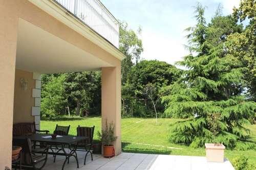 Döblings Bestlage! Villa mit weitgehend nicht einsehbares 1407m² Grundstück mit ebenen Garten!