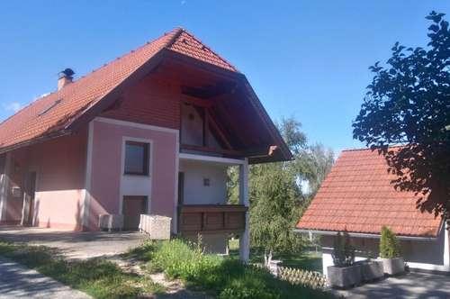 Einfamilienhaus mit schöner Aussicht und großzügigem Nebengebäude