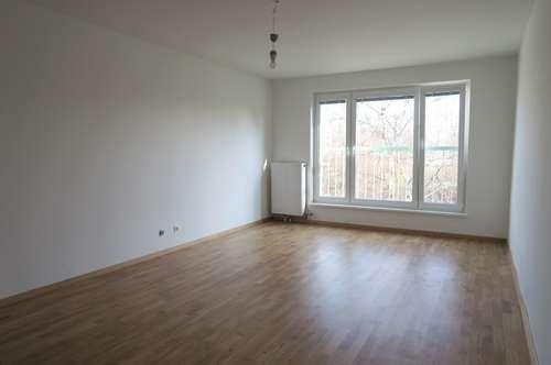 Schöne, helle 3 Zimmer Wohnung Nähe Dresdnerstraße U6, WG geeignet!