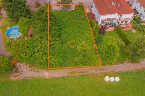 Grundstück mit Baubewilligung für Doppelhaus