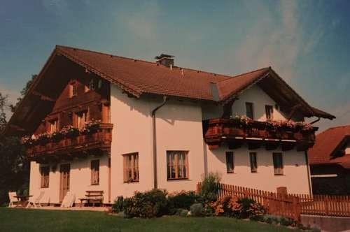 Möblierte Zimmer mit TV, Bad und Balkon! Lang- oder Kurzzeitmiete! Vor den Toren des Salzkammerguts!