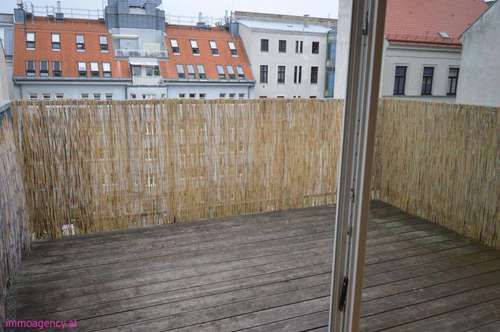 LUXUS DG-Wohnung mit Balkon