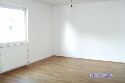 Helle, neu sanierte 3 Zimmerwohnung in Topausstattung