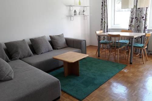 Zentrale Grünruhelage: Vollmöblierte Wohnung mit Balkon zum Wohlfühlen, Tiefgaragenplatz, Waschmaschine, Arbeitszimmer