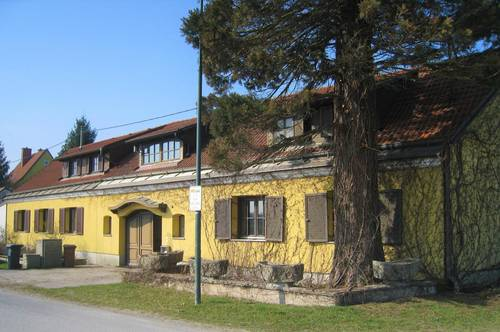 Landhaus mit Schwimmhalle und Teich!