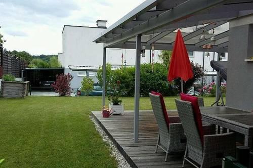 Familien aufgepasst - Eckreihenhaus mit Schwimmteich, 2 Terrassen und Doppelcarport
