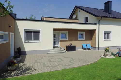 Helle, wunderschöne Doppelhaushälfte mit ca. 160 m² Wohnfläche und mit gepflegtem Garten und Pool in Klagenfurt - Welzenegg