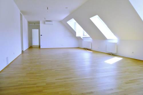 WUNDERSCHÖNER ERSTBEZUG! Dachgeschoss, 2 Balkone, 4 Zimmer, unbefristet!
