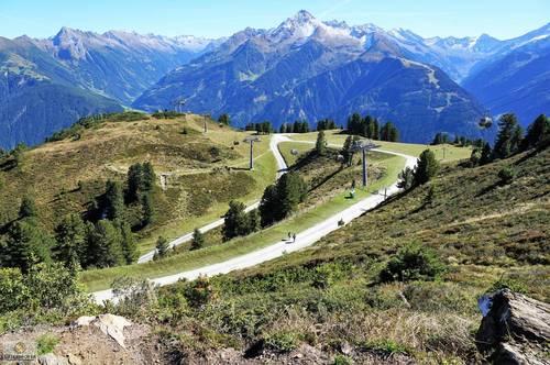 HOTEL SEHR GEMUETLICH BESTLAGE im Zillertal- Erweiterung moeglich