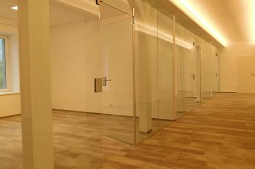 Neues und voll ausgestattetes Büro mit ausreichend Stellplätzen zu vermieten
