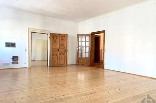 Inmitten der weltberühmten Getreidegasse: Charmante 4-Zimmer Altbauwohnung ab sofort zu mieten!