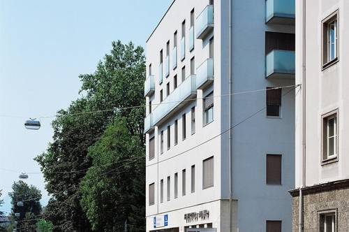 NÄHE MAX-OTT-PLATZ: Stylisches Geschäftslokal/Büro mit großen Auslagen, ca. 50qm