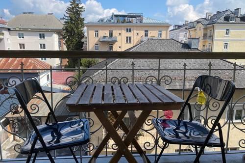 ANDRÄVIERTEL: Wunderschön renovierte 3,5-Zimmer-Altbau-Wohnung mit Balkon