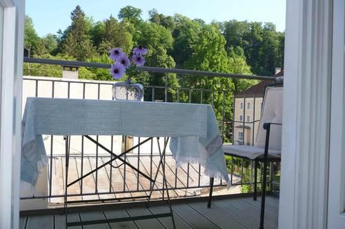 AM NEUTOR: Herzige 2-Zimmer-Altbau-Balkonwohnung in Ceconi-Villa