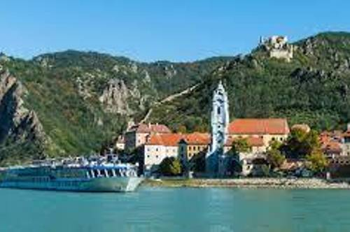 Der  schönsgte Garten der Wachau !   Blick auf  Donau, Dürnstein, blauer Turm, Rossatz etc.