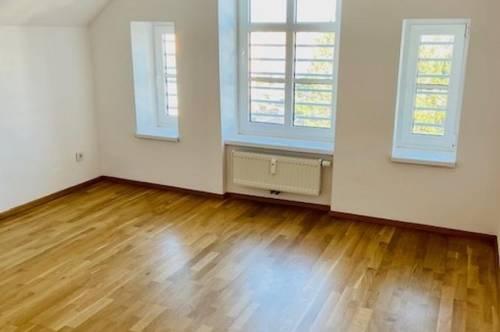 Lichtdurchflutete Dachgeschosswohnung in Bad Vöslau inkl. Strom und Heizkostenakonto und Privatparkplatz - ab sofort zu mieten !