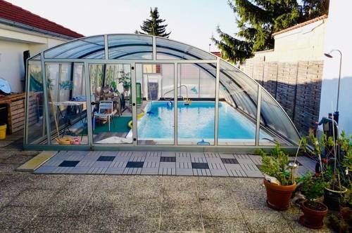 Hier müssen Sie schnell sein! Zwei Häuser zum Preis von einem! Zwei wunderschöne Bungalows neu saniert mit Swimmingpool in Hauskirchen zu verkaufen!