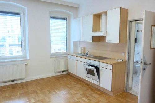 Zentrale 1 Zimmer Wohnung mit separater Küche