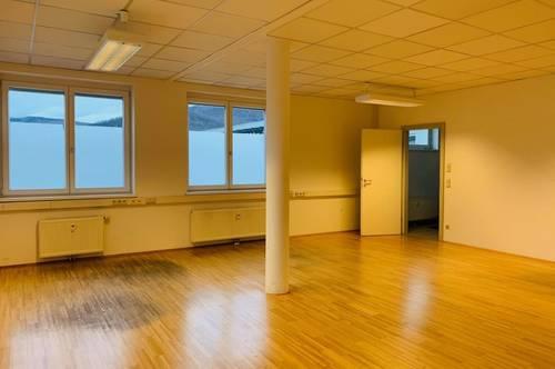 ++GEWERBE++ Schönes Büro mit Parkplätzen in guter Lage