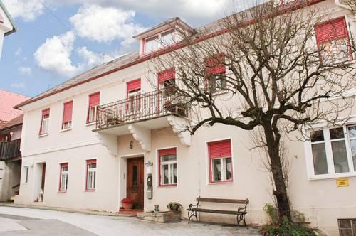 Renovierungsbedürftige Immobilie mit vielen Möglichkeiten