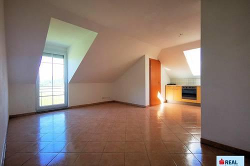 Großzügige helle Dachgeschoßwohnung mit Balkon zu verkaufen