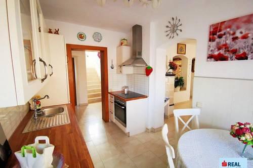 Ein- bis Zweifamilienhaus mit Charme in ruhiger und sonniger Lage!
