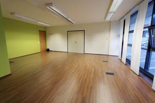 Moderne Räumlichkeiten für Büro / Ordination / Therapie / Ausstellung, Stadtlage Riedenburg, Parkplatz