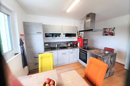 Pörtschach: Helle neuwertige Eigentumswohnung mit Sonnenbalkon und öffentlichem gratis Seezugang