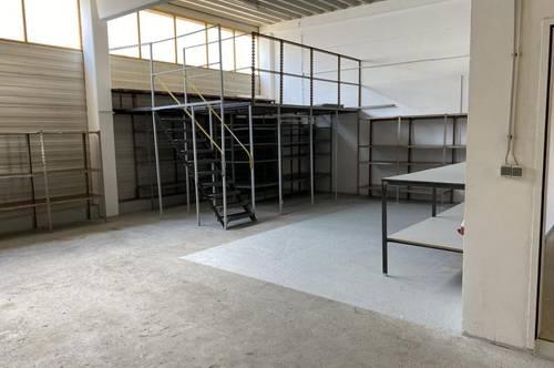 Lagerfläche mit Falttor und Büro in Linz/Pasching zu vermieten!