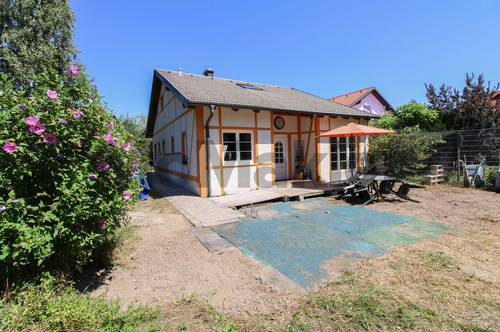 Viel Platz und Charme: Atmosphärisches EFH mit Garten in ruhiger, grüner Ortsrandlage