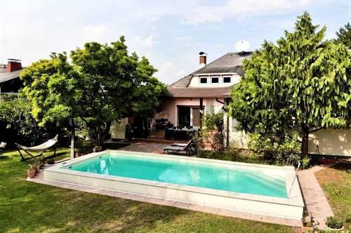 Paradies zur Selbstverwirklichung: Villa mit teilbarem Traumgarten, Pool u. möglichem Arbeitsbereich