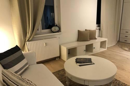 Erstbezug/ Provisionsfrei: Vollmöbliertes Single-Appartement in Top-Lage
