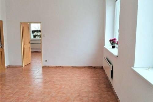 DB IMMOBILIEN | Vorzüglich elegante Wohnung - welche eventuell als Büro, Praxis und ähnliches genutzt werden kann