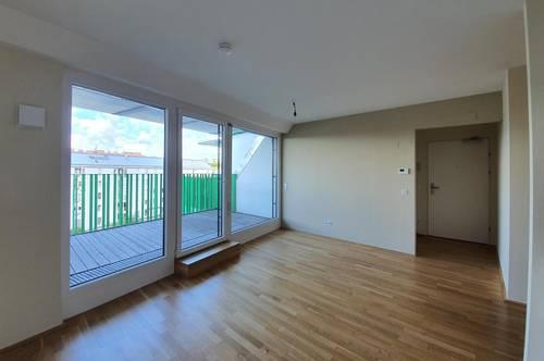Sonnige und ruhige Zwei-Zimmer Dachgeschoss Wohnung mit Traumterrasse, U-Bahn 3 Gehminuten, Auto Abstellplatz im Haus Tiefgarage
