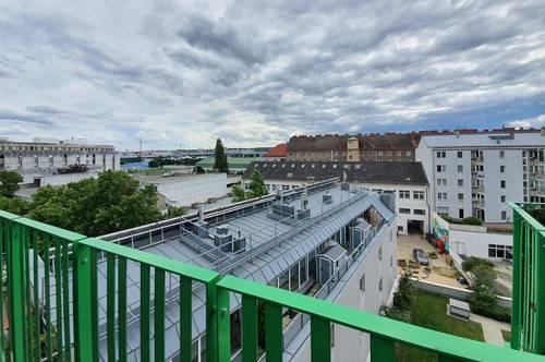 Traumhafte Zwei-zimmer Dachgeschoss Wohnung -- 3 Gehminuten zu U-Bahn