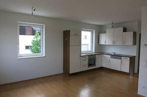 Helle neuwertige Wohnung mit Garten