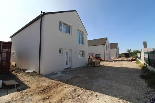 PUL & Partner: ERSTBEZUG & UNBEFRISTET: Schöne Doppelhaushälfte mit 4 Zimmer, Keller, Garten, Fußbodenheizung