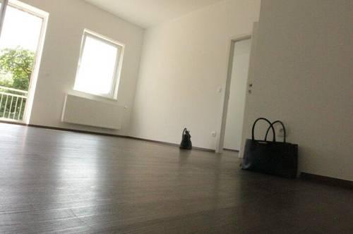 Unbefristete 3 Zimmer-Wohnung mit ca. 8 m² Balkon nach Süden ausgerichtet und Blick ins Grüne! Ein paar Minuten zur A22, S3 und S5!