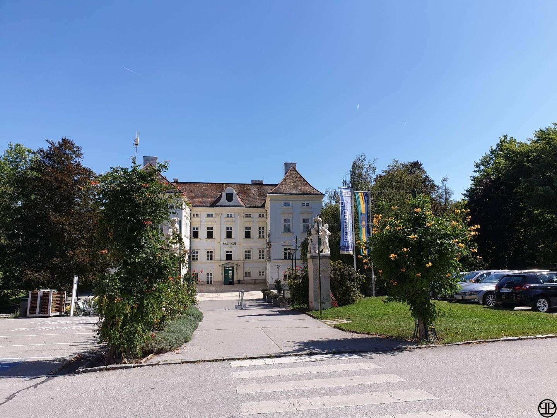 Neuer Preis - Repräsentative 6 Zimmer - Eigentumswohnung - mit 2 Terrassen - Luxusbad mit Sauna - in der Thermenregion im Zentrum von Bad Vöslau - Schloßpark