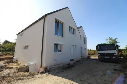 ERSTBEZUG & UNBEFRISTET Schöne Doppelhaushälfte mit 4 Zimmer, Keller, Garten, Fußbodenheizung