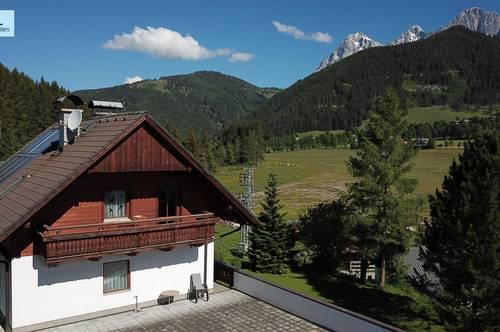 Traditionelles Landhaus im Ramsauer Stil