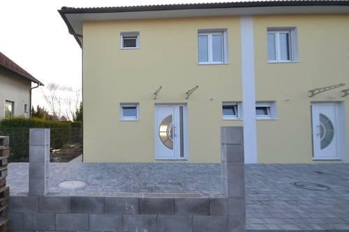 zentral gelegene, belagsfertige Doppelhaushälfte in ruhiger Seitengasse Weigelsdorfs
