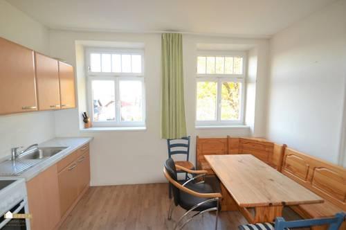 Großzügige 1 Zimmer Wohnung mit extra Küche